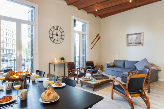 Stylish 4 BR on Eixample w/Balcony
